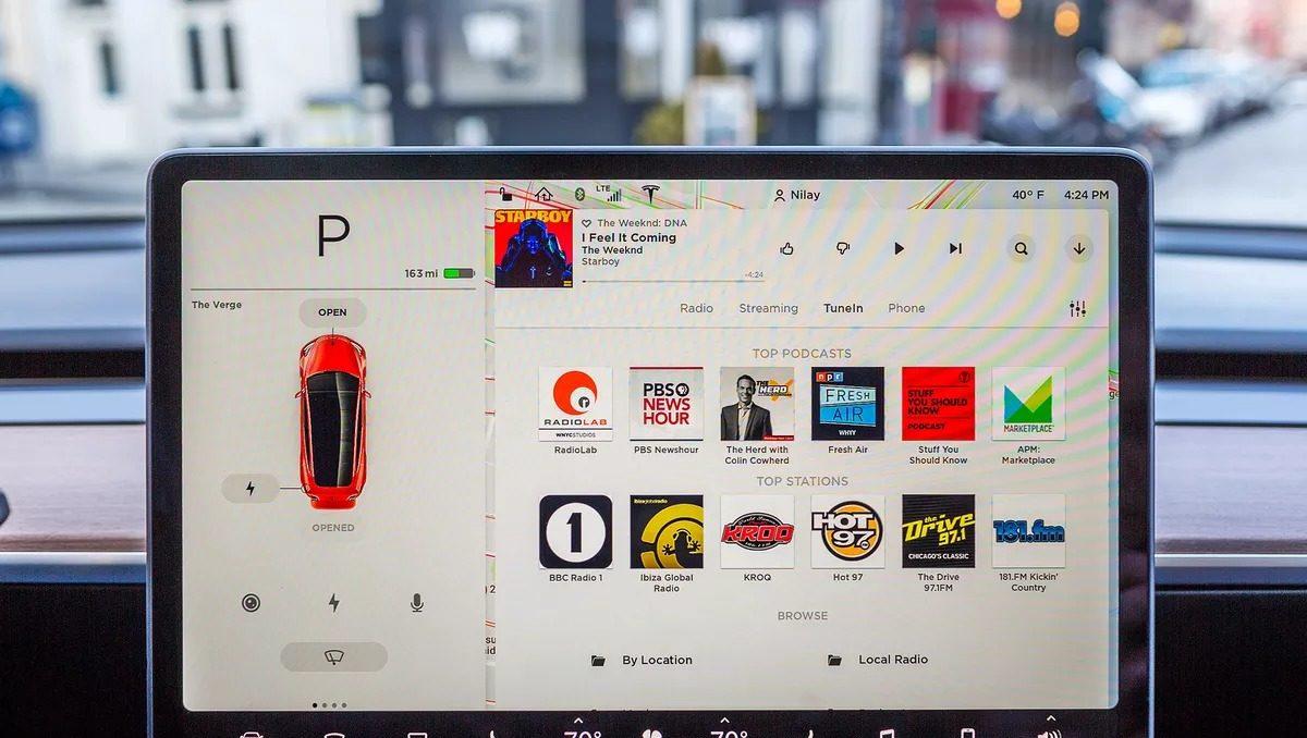 Netflix ve YouTube Tesla otomobillerde kullanılabilecek