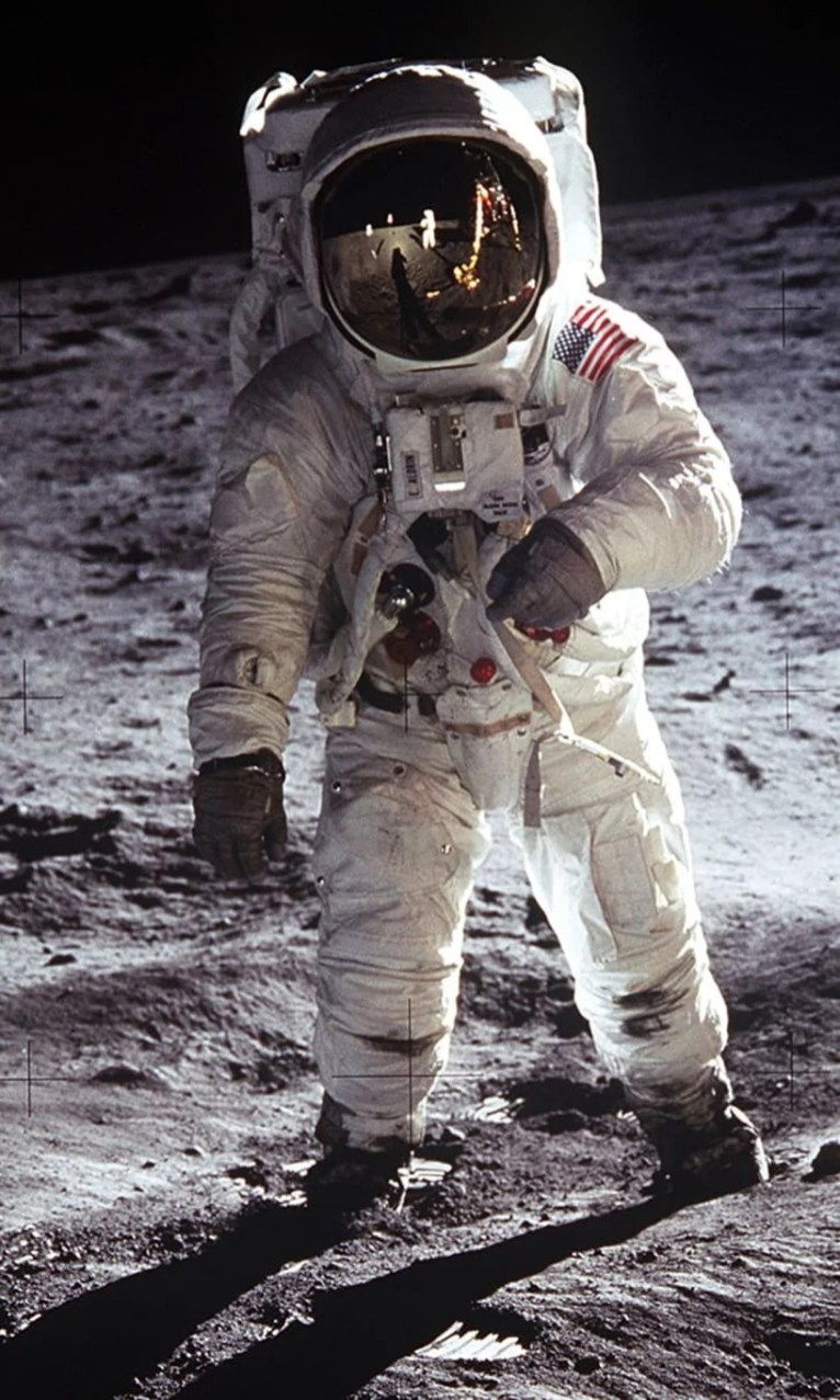 lego-buzz-aldrin-spacesuit-apollo-50-festival-designboom-6