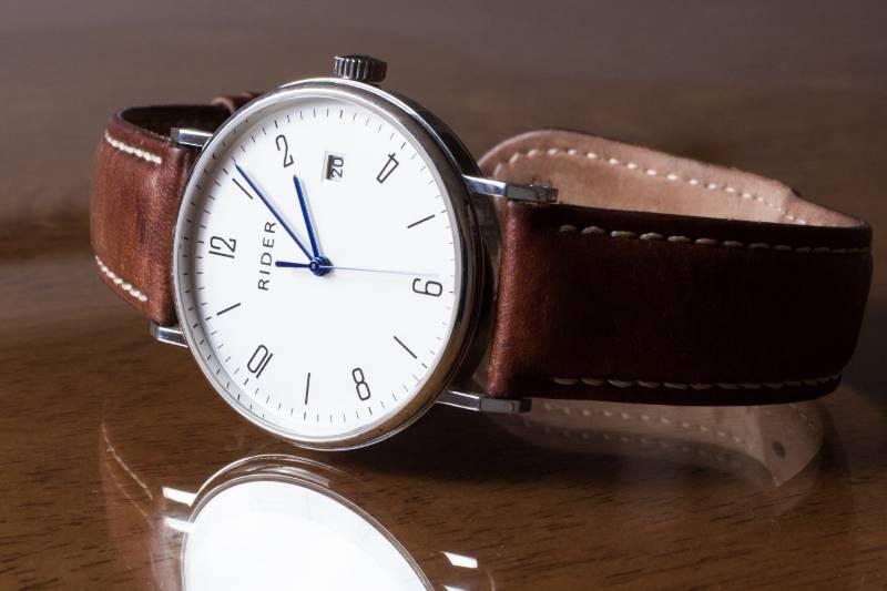 advantages-disadvantages-quartz-watch-men-women