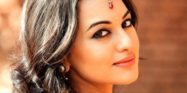 """Sonakshi Ki 5th Film """"Holiday"""" Bhi 100 Crore Club Main Shamil"""