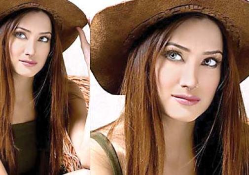 Item Girl Mehwish Hayat Bharti Adakara Ky Sath Stage Drama Karen Gi