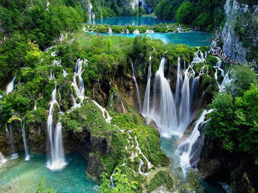 most beautiful natural lakes in world