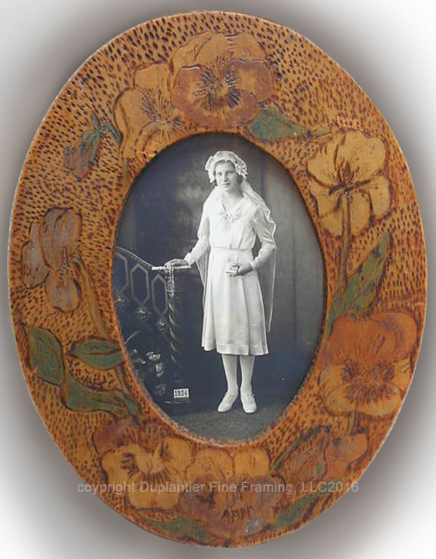 This beautiful small oval picture frame, created in the late 1900s during the Art Nouveau movement (pre-Art Deco), is a pyrographic work of art at its simplistic best.