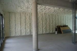Bureau du RDC 200 mm en sous face du plancher béton et 150 mm sur les murs