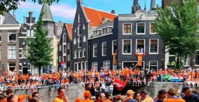 dutch people wearing orange clothes