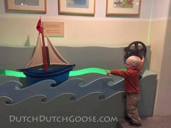 kinder-book-museum-boat