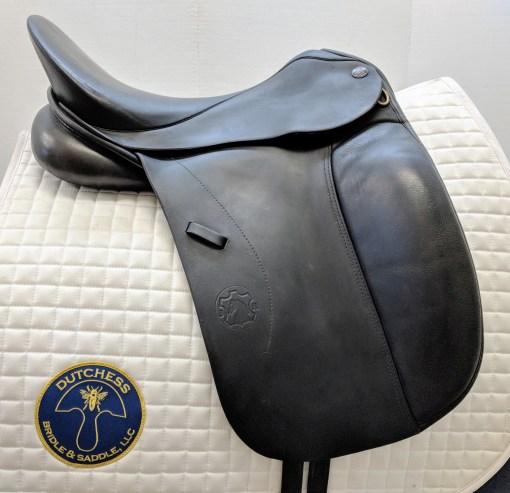 Hennig classic used dressage saddle left side