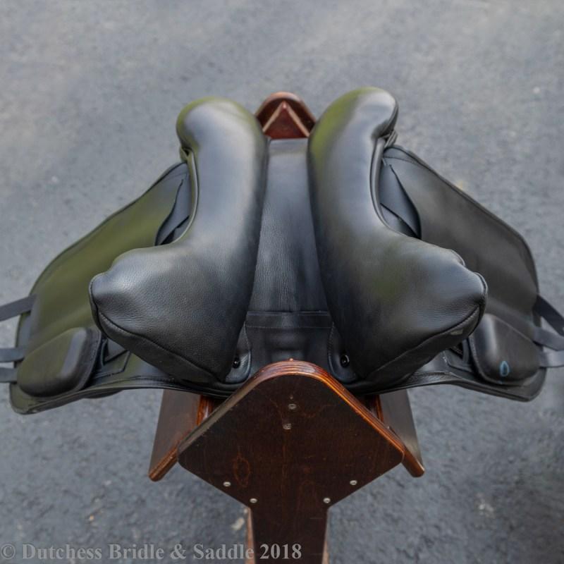 Fairfax Gareth Monoflap dressage saddle with performance panel and adjustable shoulder blocks