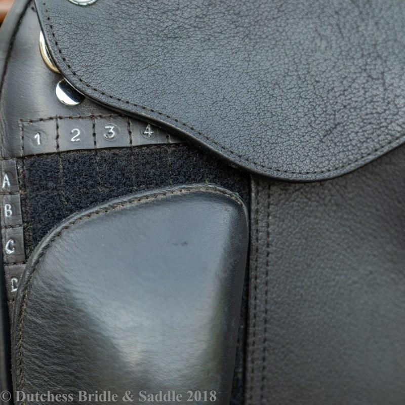 Veritas Libero dressage saddle thigh block