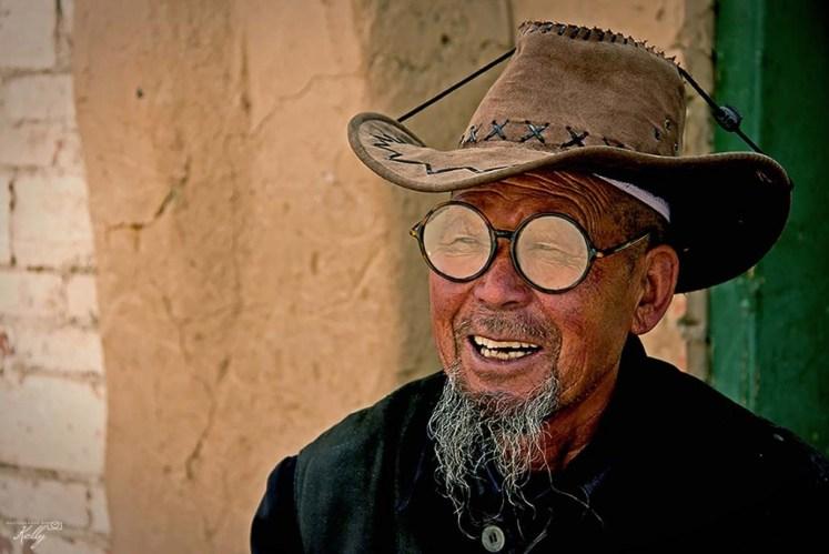 Lachende Chinese man Langmusi, China