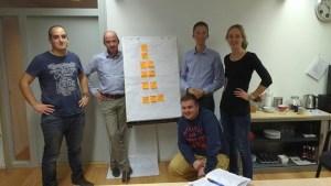 Afgelopen week 2 avonden teamtraining onder begeleiding van sportpsycholoog Rogier Hoorn. Gezamelijk teamwaardes bepaald, verwachtingen van elkaar besproken en afspraken gemaakt. Alles om samen op een goede manier 6 weken in Australië te presteren. We hebben er zin in!