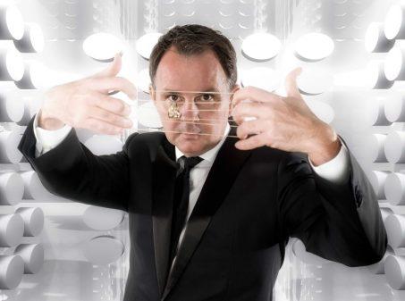 goochelaar Peter Vogel met elastiekjes