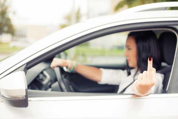 Vrouwen zitten bozer achter het stuur dan mannen