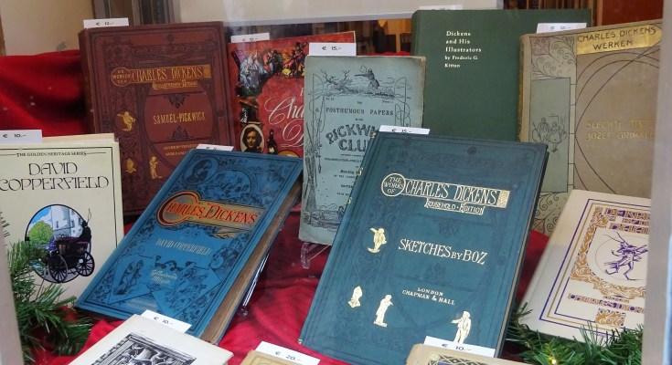 Etalage met Dickens boeken