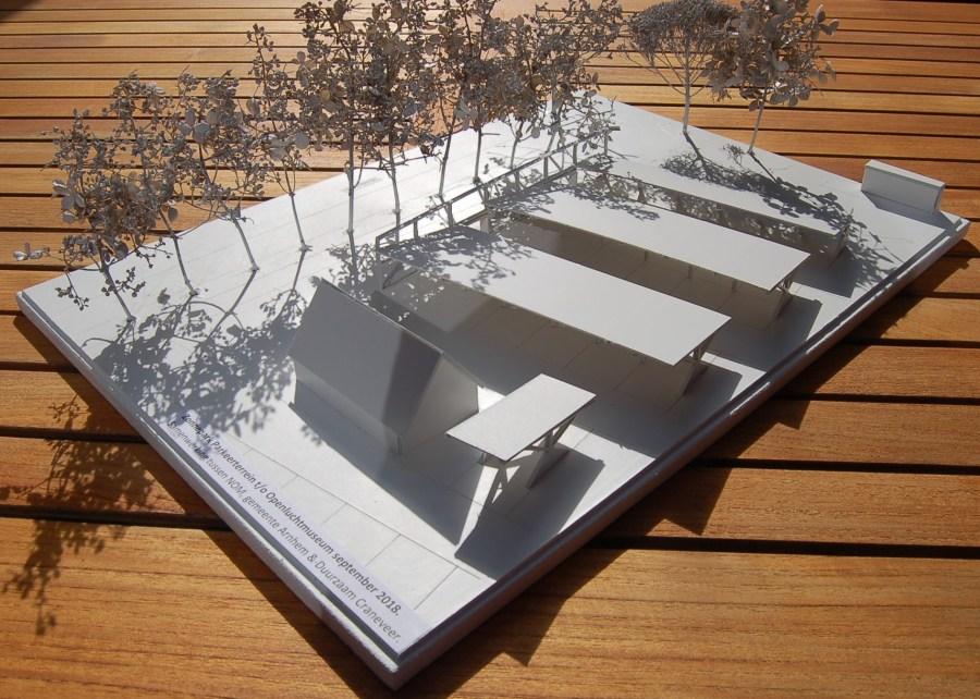 Een ruw ontwerp: zonnepanelen op de parkeerplaats van het Openluchtmuseum