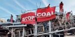Klimaatbeschermers bezetten kolenoverslag Rotterdamse haven