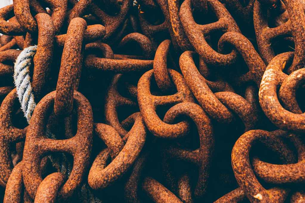 Rusty Chains with Rope