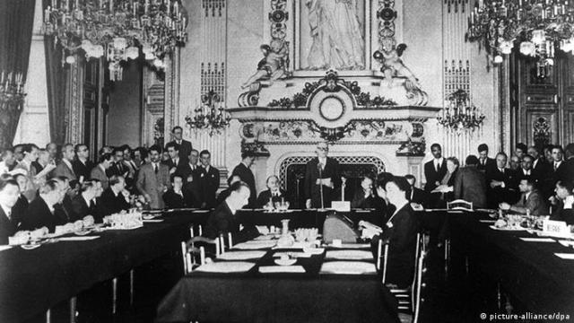 Frankreich Geschichte Außenminister Robert Schuman in Paris Schuman-Plan (picture-alliance / dpa)