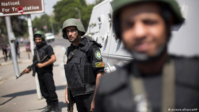 Armed Egyptian police (picture-alliance/AP)