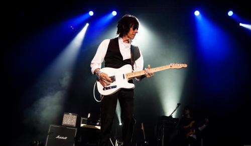 small resolution of jeff beck on stage