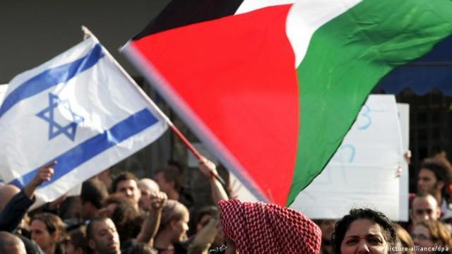 Symbolbild Palästina Israel Flaggen Konflikt (picture-alliance / dpa)