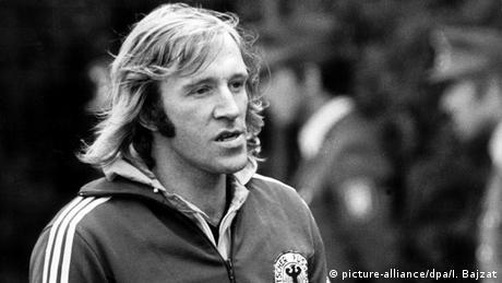 Deutschland Fußball Günter Netzer wird 70 Fußball-WM 1974 Günter Netzer im Training (picture-alliance / dpa / I. Bajzat)