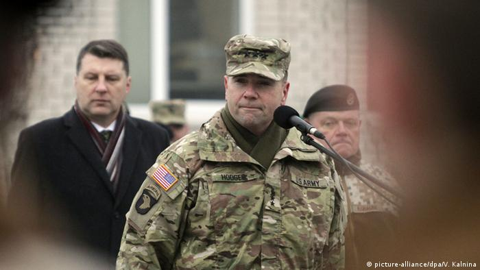 US-General Frederick B. Hodges (picture-alliance/dpa/V. Kalnina)