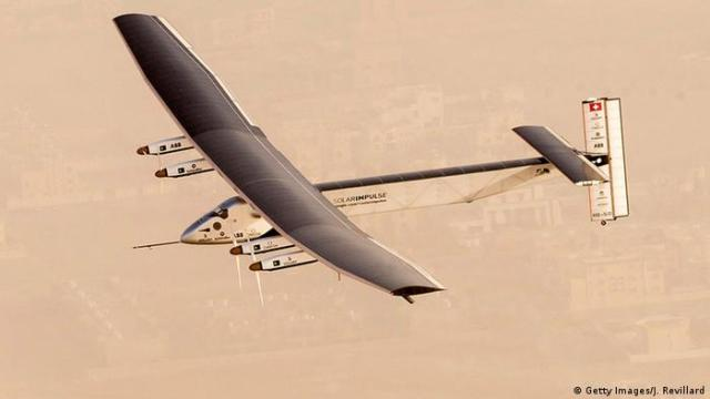 Abu Dhabi Solar Impulse 2 startet zur Weltumrundung (Foto: Getty Images / J Revillard)