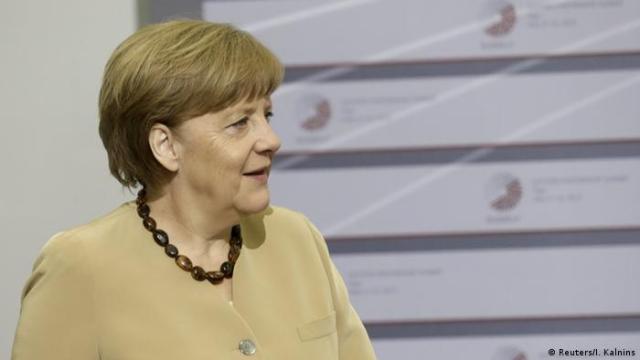 EU Gipfel Riga Merkel mit Tsipras (Reuters / I. Kalnins)