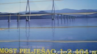 Kroatien Brückenbau Halbinsel Peljesac (picture-alliance/dpa/T. Brey)