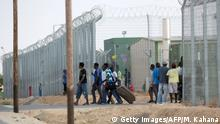Refugees in Holot detention center (Getty Images/AFP/M. Kahana)