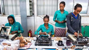 Äthiopien Textilindustrie Fabrik Näherinnen (Jeroen van Loon)