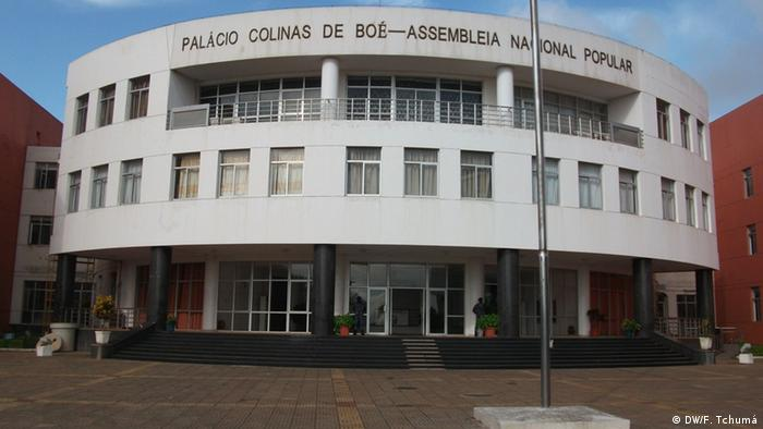 Guinea-Bissau Parlamentsgebäude (DW/F. Tchumá)