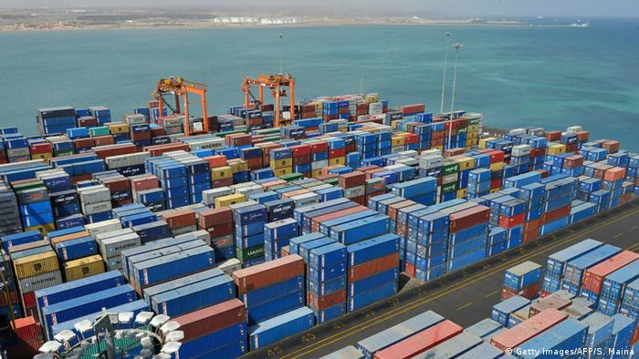 Dschibuti Containerhafen und Rotes Meer (Getty Images/AFP/S. Maina)