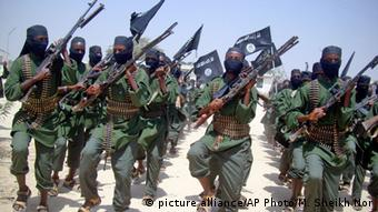 Somalia al-Shabaab Kämpfer (picture alliance/AP Photo/M. Sheikh Nor)