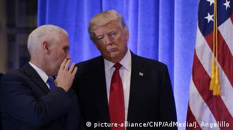 New York Trump Tower Press Conference vize Mike Pence und Trump (picture-alliance/CNP/AdMedia/J. Angelillo)