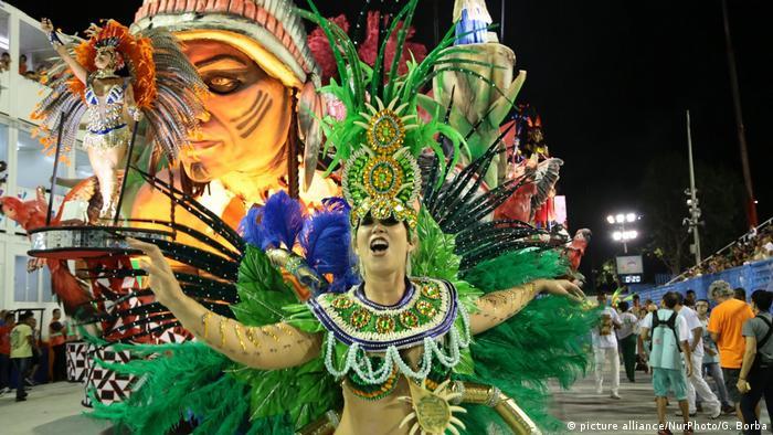 Brasilien Karneval (picture alliance/NurPhoto/G. Borba)