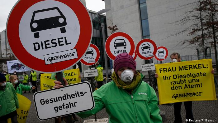 Protestors convene in Berlin to protest against diesel (photo: Reuters/F. Bensch)