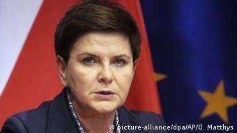 Новий уряд та міжнародна ізоляція Польщі