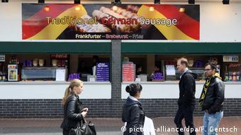 London Imbiss deutsche Würstchen (picture-alliance/dpa/F. Gentsch)