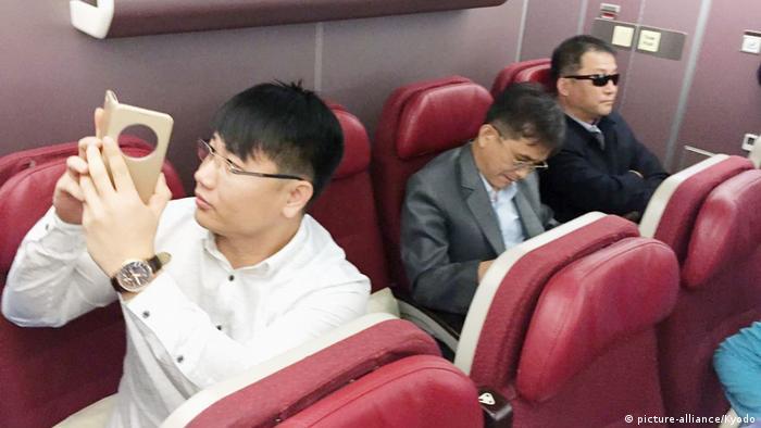 Malaysia Nordkoreaner im Flugzeug (picture-alliance/Kyodo)