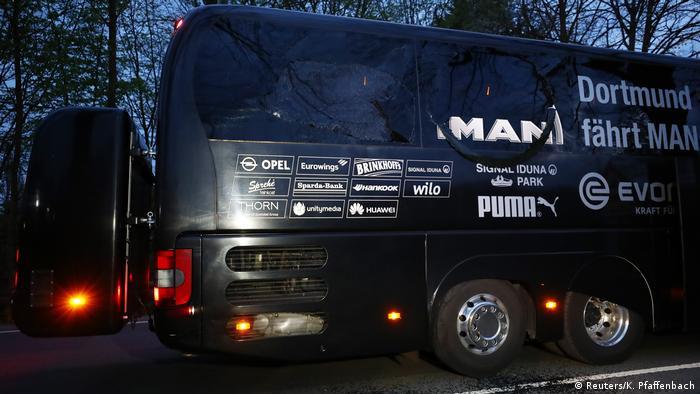 Explosion am BVB Bus (Reuters/K. Pfaffenbach)