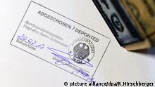 Stamp in passport saying 'deported' (picture alliance/dpa/R.Hirschberger)