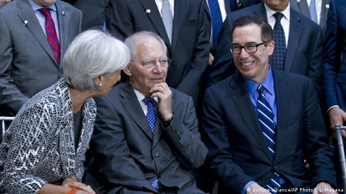 Washington IWF und Weltbank Treffen Finanzminister mit Schäuble und Mnuchin (R) (picture-alliance/AP Photo/J. L. Magana)