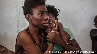 Libyen Falle für Flüchtlinge (picture alliance/AP Photo/D. Etter)