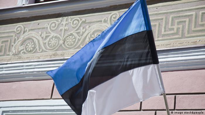 Естонският флаг