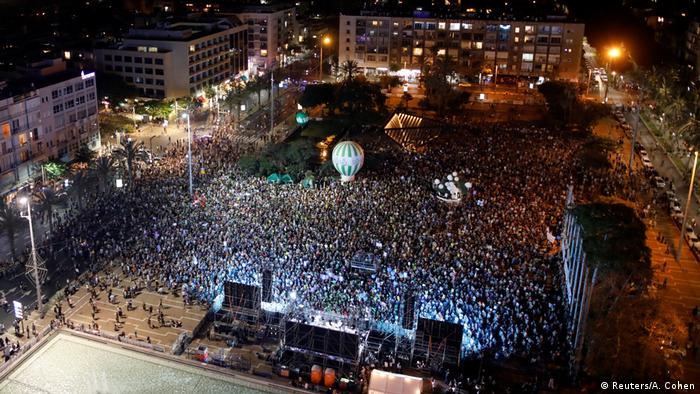 Israel Tausende demonstrieren für Zwei-Staaten-Lösung in Tel Aviv (Reuters/A. Cohen)