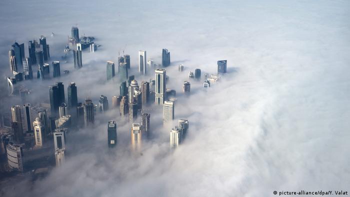 Katar Doha im Nebel (picture-alliance/dpa/Y. Valat)