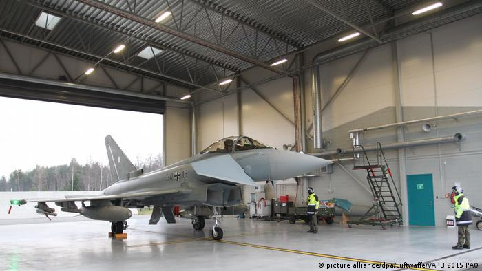 A Eurofighter in a hanger in Estonia (picture alliance/dpa/Luftwaffe/VAPB 2015 PAO)