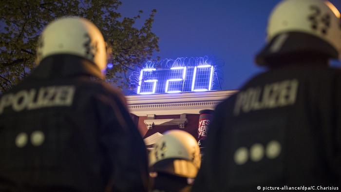 Deutschland, Hamburg, G20 Proteste, Rote Flora (picture-alliance/dpa/C.Charisius)